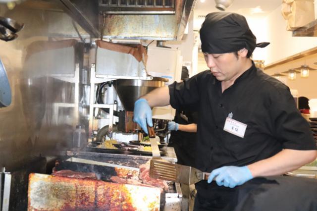 鉄板・ステーキ「鉄板王国」西武新宿駅前店【正社員】の画像・写真